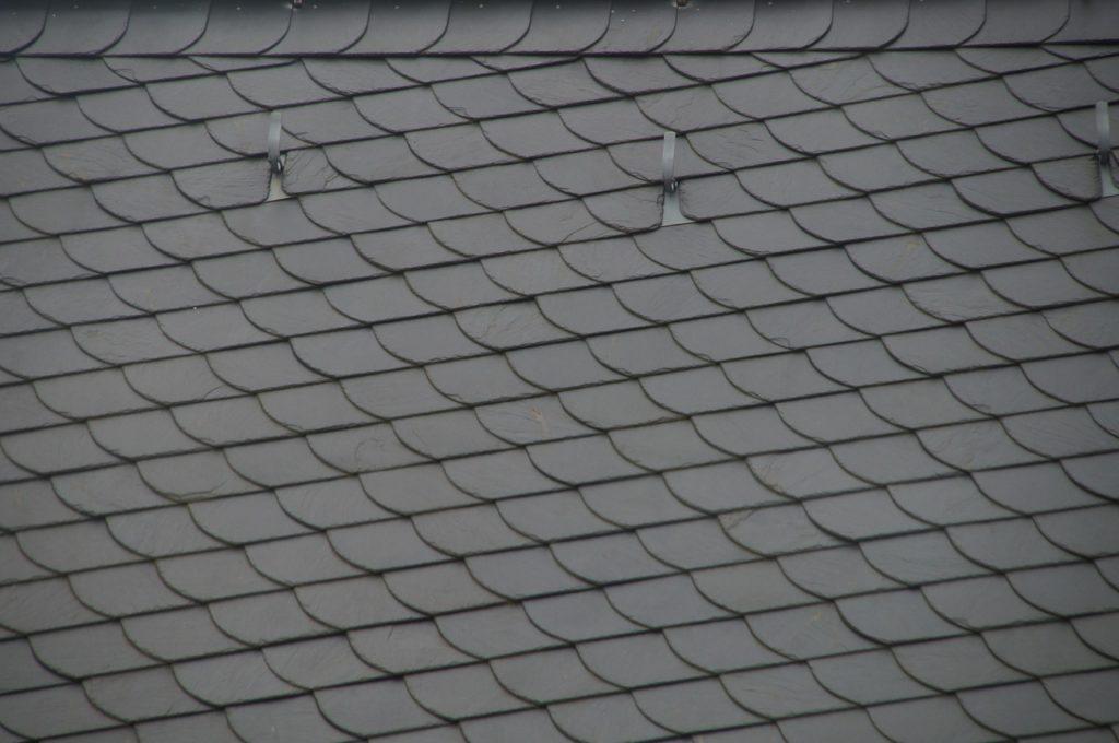Le crochet d'ardoise est indispensable pour créer une toiture avec Destock ardoise.