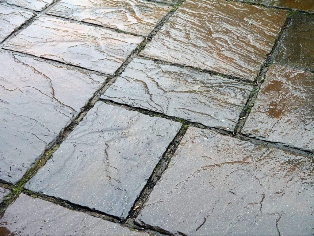 La dalle d'ardoise permet la création de carrelages extérieurs ou intérieurs avec Destock Ardoise.